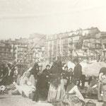 1887 Mercado en la Plaza Velarde. Al fondo, La Ribera
