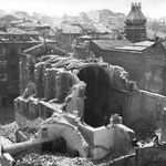 1936 Derribo de la Iglesia de San Francisco desde el norte. Al otro lado de la iglesia está la Plaza de Pi y Margall y, a la izquierda, Isabel II