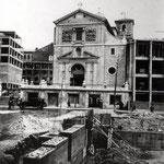 """c. 1949 El entorno de la iglesia de La Compañía en plena """"Reconstrucción"""". Los restos del Palacio de Villatorre ya han sido derribados; la nave oeste de la iglesia aún no ha sido reconstruida"""