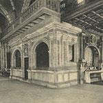 ¿Año? Coro barroco de la Catedral, desaparecido en 1941. A la derecha, adosado al coro, el retablo de las Angustias