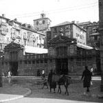 ¿Año? Mercado de Atarazanas desde la confluencia de las calles Colón y Lealtad. Por detrás, casas de la Calle del Rincón y, más allá, torre de la Catedral