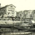 """1886 """"La Dársena"""", que acabaría convirtiéndose en los Jardines de Pereda al rellenarse ésta. A la izquierda, Castillo de San Felipe, derribado en 1896; a la derecha, casas de La Ribera"""