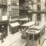 1912 Acera oeste de la Plaza Vieja desde el sur. Al fondo, antiguo Ayuntamiento y Palacio de Villatorre