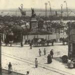 ¿Año? Plaza Velarde desde el puente. A la derecha, Mercado de La Ribera
