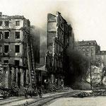 1941 Atarazanas desde el este. Las casas del fondo pertenecen a la Calle Cuesta, límite del incendio por esta zona