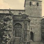 """¿Año? Acceso a la Catedral desde la Calle del Puente por la """"Escalera de los Mártires"""", de finales del siglo XVII. A la derecha, entrada hacia Ruamayor por debajo de la torre de la Catedral"""