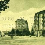 1914-1925 Comienzo de Méndez Núñez (calle al frente) desde Alfonso XIII. Al frente, Plaza de Bolívar (con el Hotel Europa a su derecha); a la izquierda, Estación de la Costa, derribada en 1936