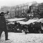 1900 Mercado en la Plaza Velarde. Al fondo, La Ribera