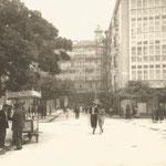1925 Plaza de Pi y Margall desde el oeste. A la izquierda, el Ayuntamiento. Al fondo, Calle de Isabel II