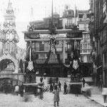 1900 Puente de Vargas desde La Ribera, engalanado con motivo de la visita de Alfonso XIII a la ciudad