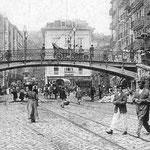 1909 La Ribera desde el este. Al otro lado del puente, comienzo de Atarazanas (izquierda) y Colón (derecha)