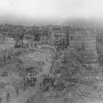 1941 Restos en torno a la Plaza Vieja (en primer plano) y La Blanca (calle que discurre por el centro de la imagen). A la derecha, La Ribera; al fondo, Plaza del Príncipe