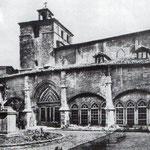 1910 Claustro de la Catedral desde el sureste. A la izquierda, el Palacio Episcopal neogótico desaparecido en 1941