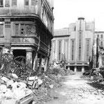 1941 Calle Lealtad a la altura de la Calle del Peso. Al fondo, el Coliseum, no afectado por el incendio