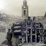 1941 Restos de la imprenta de El Diario Montañés. Por detrás asoma la iglesia de los Jesuitas, perteneciente ya a la zona no siniestrada