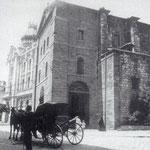 1915 Iglesia de San Francisco (derribada en 1936), en la esquina de Isabel II con Pi y Margall. A la izquierda, el Ayuntamiento