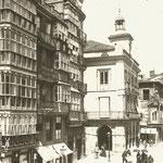 ¿1889 o 1892? Plaza Vieja desde el sur. Al fondo, antiguo Ayuntamiento y Palacio de Villatorre