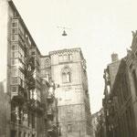1928 Calle Cádiz desde el oeste. Al fondo, el Palacio Episcopal; esta zona del Palacio que estrechaba la calle fue derribada en 1936
