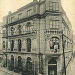 1924 Edificio del Ateneo, construido sobre el antiguo Teatro Principal, en la esquina del Arcillero (izquierda) con San José (derecha)
