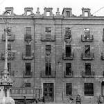 1941 Ruinas del edificio de la Aduana. El edificio de la Delegación de Hacienda se construyó aproximadamente en el mismo lugar y casi calcando la fachada de la Aduana; varios elementos, como el escudo y las rejas de la planta baja, se reutilizaron
