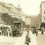 1907 Plaza de Pi y Margall desde el oeste. Al fondo, Calle de Isabel II; antes de llegar a ésta, a la izquierda, Ayuntamiento e iglesia de San Francisco