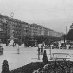¿Año? Paseo Pereda desde Correos. A la izquierda, edificio de la Aduana siendo reformado con la intención de añadirle un piso más