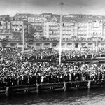 1922 Despedida de la quinta del 21 junto a Calderón de la Barca. Detrás de los edificios de ésta asoman los de la Calle Cádiz, que por el otro lado dan a Ruamayor. La calle transversal del centro de la imagen es Arce Bodega (actual Isabel II)
