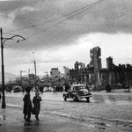 1941 Tramo final de Alfonso XIII junto a la Bahía. A la derecha, ruinas del Hotel Europa