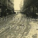 1921 Atarazanas desde su confluencia con la Cuesta de Gibaja (a la derecha) hacia el este. Al fondo, el puente de Vargas