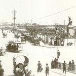 1884 Plaza Velarde desde el puente