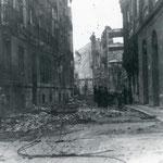1941 Restos de la Calle del Arcillero, tras el incendio, desde San José. En primer plano, a la derecha, restos del Ateneo; curiosamente, su biblioteca y sus salones no llegaron a arder
