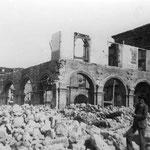 1896 Derribo del Convento de San Francisco para construir en su lugar el nuevo Ayuntamiento. A la derecha quedó la iglesia de San Francisco, que no sería derribada hasta 1936