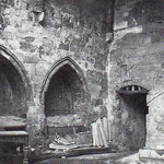 Años 40. Enterramientos de los Escalante en la desaparecida Capilla de Santiago. La puerta conduce al claustro de la Catedral