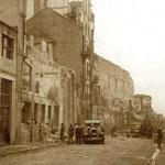 1941 Ruinas de la Calle Cádiz tras el incendio desde el oeste. En el centro de la imagen se ve la fachada del Palacio Episcopal retranqueada en 1936