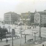1916 Avenida de Alfonso XIII desde el comienzo del Paseo Pereda. En el centro, de izquierda a derecha, Hotel Europa, comienzo de la Calle Cádiz, Salón Pradera (remodelado) y Plaza de Velarde; detrás, la Catedral
