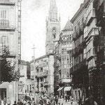 ¿1910 o 1914? Calle San José desde el sur. Toda la acera este (iglesia de los Jesuitas incluida) se salvó del incendio. A la izquierda, entrada a la Plaza del Príncipe