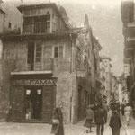 """1930 Calle Lealtad desde su confluencia con Colón y La Ribera. En el centro, la """"Casa Tapón"""", derribada en 1936"""