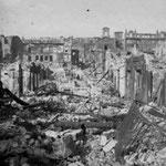 1941 Restos de la Calle del Puente hacia el norte. Al fondo, ruinas de la zona de la Plaza Vieja