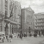 1925 Plaza de Pi y Margall desde el oeste. A la izquierda, el Ayuntamiento e iglesia de San Francisco; al fondo, Calle de Isabel II