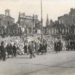 1941 Las ruinas en torno a la Plaza Vieja desde Atarazanas. Se ven al fondo la iglesia de La Compañía, los almacenes de Pérez del Molino y la iglesia de los Jesuitas (no afectada por el incendio)