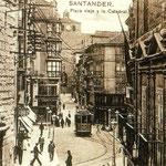 c. 1916 Entrada a la Plaza Vieja desde la Calle Santa Clara. A la izquierda, iglesia de La Compañía; a la derecha, Palacio de Villatorre; al fondo, la Catedral