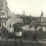 1910 Comienzo de La Ribera desde el puente hacia el este. A la derecha, Mercado de La Ribera y Plaza Velarde