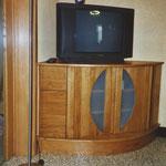Meuble de télévison en coin, en chêne