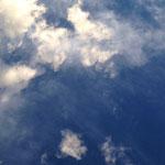 空に仲間の天使がいるのを感じ始めて写真を取り始めました。良かったら見てください。(Wさま感謝です。(^^))