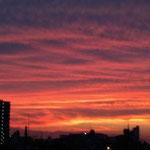 すごい夕焼けです。(Mさま感謝です。(^^))