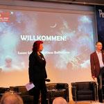 Uschi Zietsch und Klaus Bollhöfener eröffnen die Feier