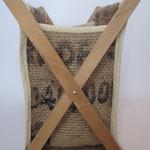 Porte revues bois habillé de toile de jute provenant d'un sac à café.
