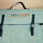 Sac gris de transport pour démonstration de gants de sécurité.