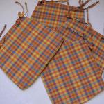 Coussins de chaises avec des fermetures à glissière récupérées sur des jupes