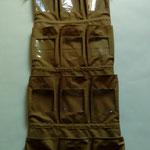 Intérieur du sac marron de transport pour démonstration de gants de sécurité.